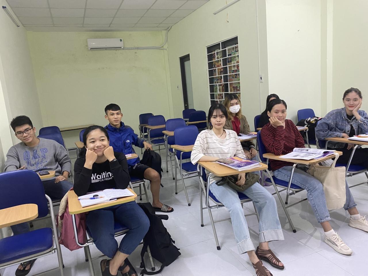 Tập thể lớp IE-168 tại WISE ENGLISH