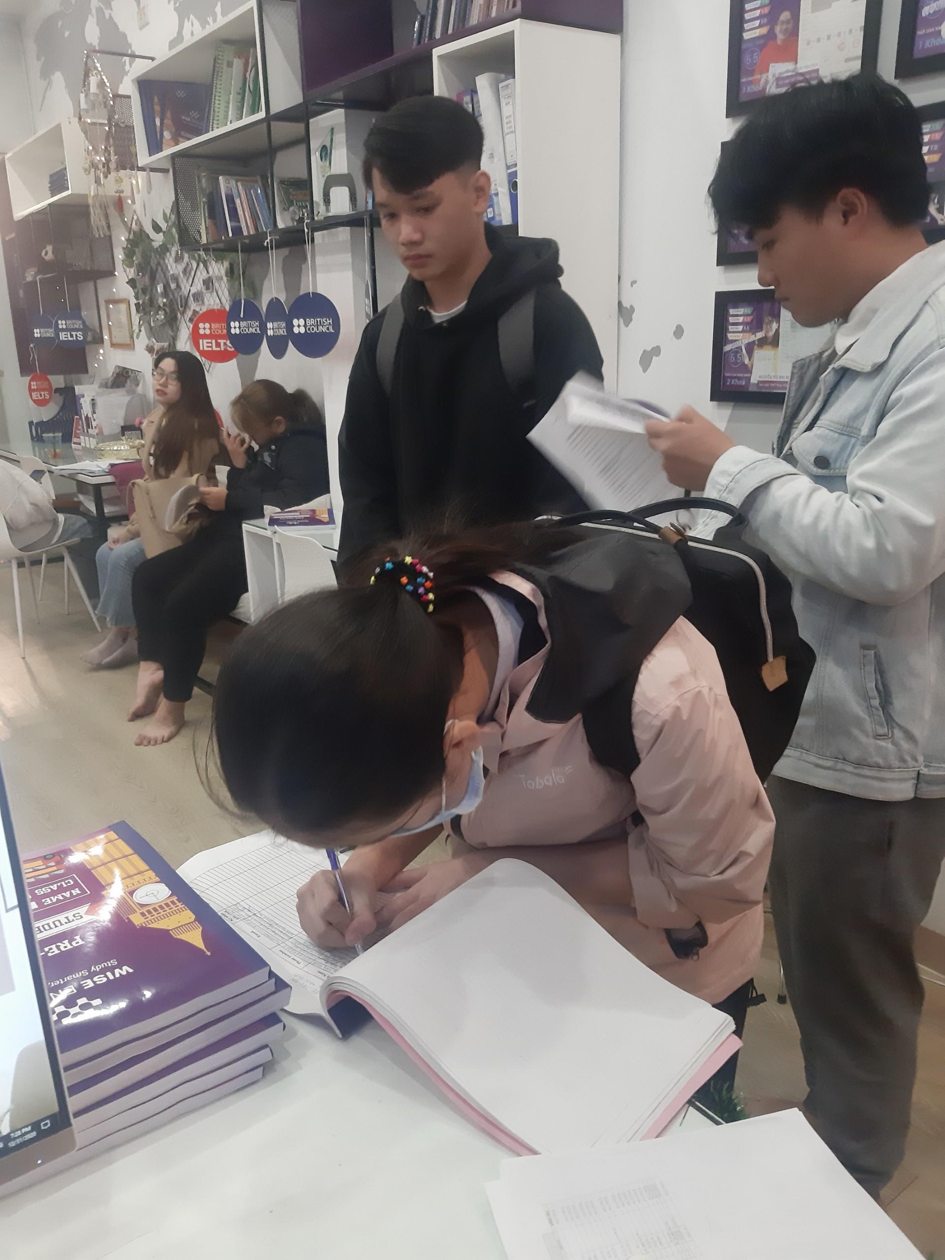 Học viên lớp PRE IE1 181
